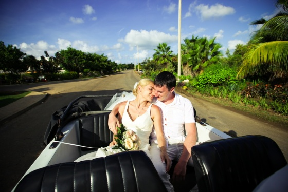 Wedding auto in Cuba