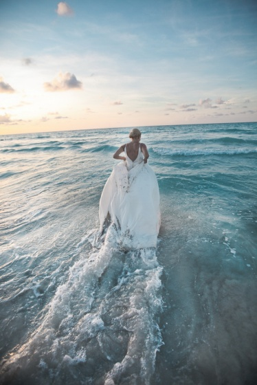 Trash the dress in Cuba