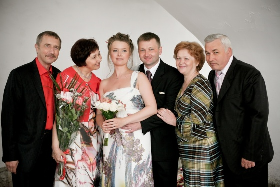Family photo of bride&groom and parents