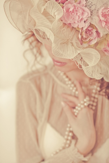 Modern style bonnet with a flowers
