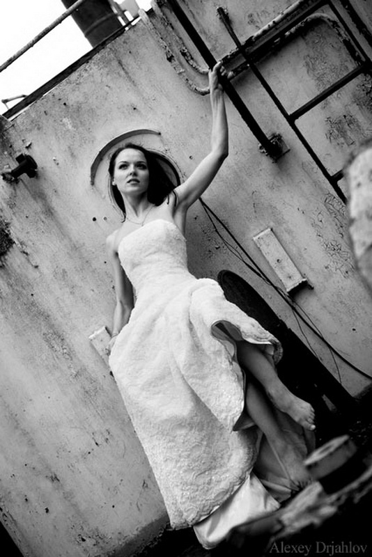 Trash the wedding dress. Wedding photos made by Alexey Drjahlov
